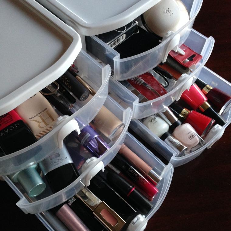 Como organizar los maquillajes
