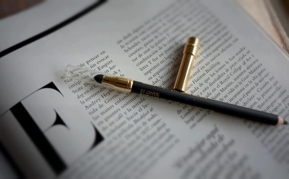 Double Wear Stay-in-Place Eye Pencil ONIX