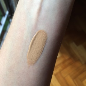 Maybelline Fit Me! Dewy + Smooth 230 Natural Buff