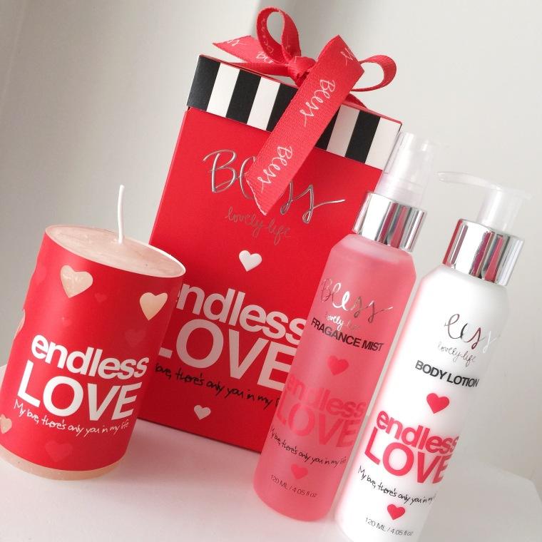 Bless San Valentin Gift Box