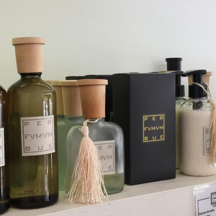Per Fumum Bue, linea de perfumes