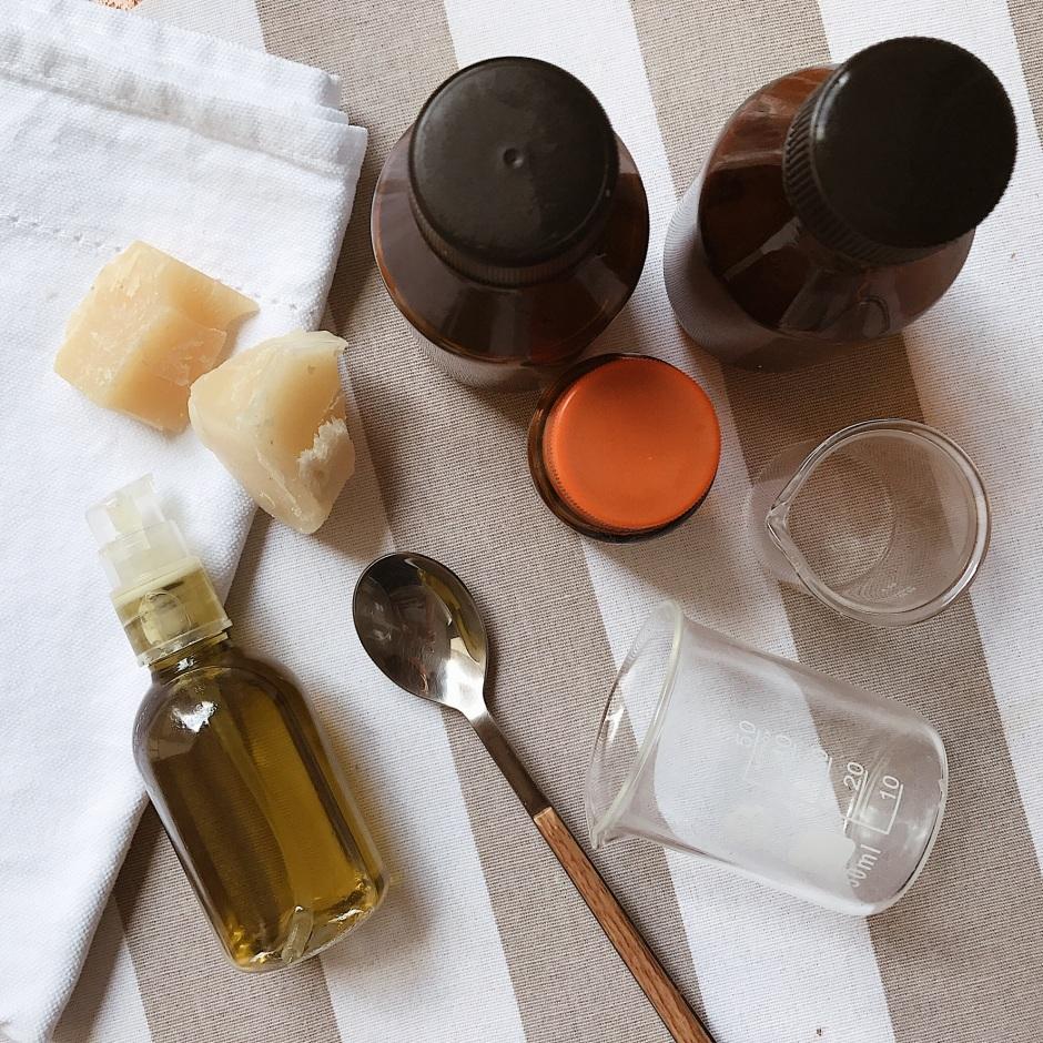 DIY aceite nutritivo para manos secas